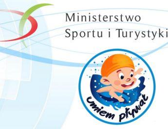 Powszechna nauka pływania dla dzieci w Kluczewsku. W projekcie bierze udział 30 uczniów