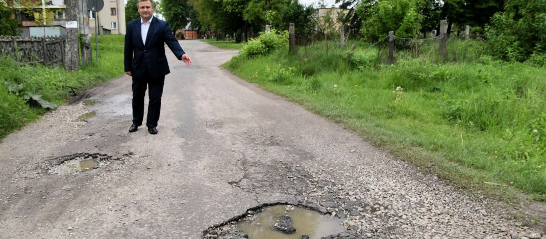 Kolejne blisko pół miliona złotych dotacji rządowej na drogi w gminie Moskorzew (wideo)