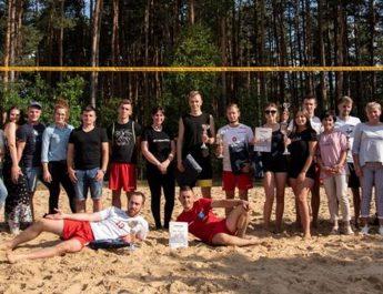 Drużyna Młyna z Ciemiętnik wygrał puchar sołtysa wsi w siatkówce plażowej