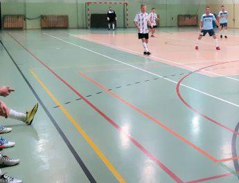 Rozpoczęła się Gminna Liga Halowej Piłki Nożnej w Kluczewsku. Drużyny rywalizują o puchar wójta. Finał w lutym