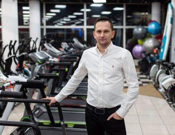 Największy sklep fitness w Polsce. Prowadzi go 28-latek z Ciemiętnik. Jak osiągnął spektakularny sukces?
