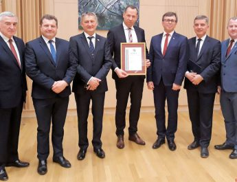 Odznaka honorowa województwa dla Okręgowej Spółdzielni Mleczarskiej z Włoszczowy