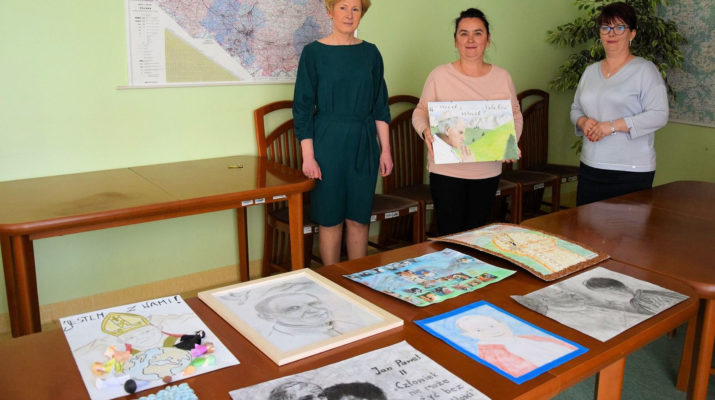 Konkurs plastyczny o Janie Pawle II w starostwie we Włoszczowie