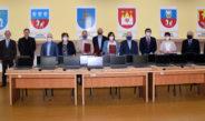 37 laptopów do zdalnej nauki trafiło do trzech szkół ponadpodstawowych we Włoszczowie. We wtorek przekazano uroczyście sprzęt