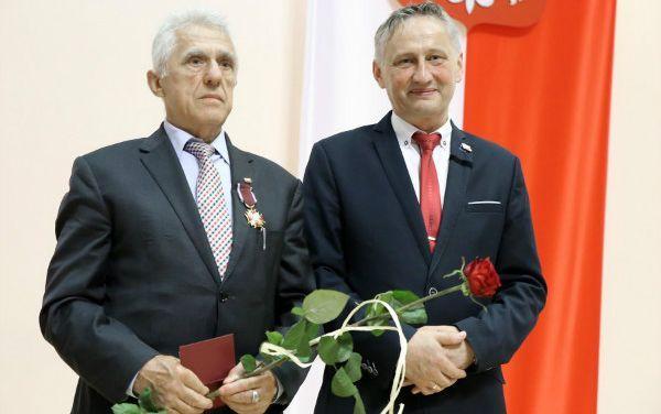 złoty krzyż zasługi dla Adama Szałowskiego