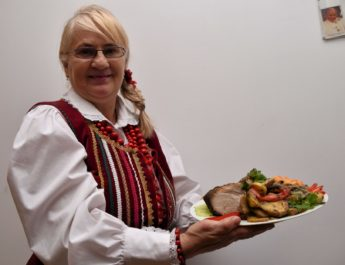 Karczek pieczony z surówką z kiszonej kapusty  – przepis Ewy Napory z Kluczyc