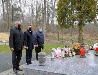Władze samorządowe i mieszkańcy pamiętali o 77 rocznicy tragedii kurzelowskiej