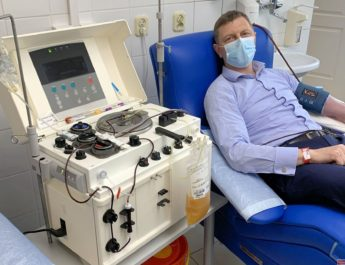 Dyrektor włoszczowskiego szpitala oddał w Kielcach osocze, żeby pomóc chorym na koronawirusa