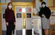 Powiat włoszczowski przekazał swoim jednostkom automatyczne stacje do dezynfekcji rąk i szorowarki