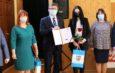 Karolina Dymek i Wiktoria Łęcka otrzymały stypendium sportowe starosty włoszczowskiego. Dostaną po 1600 złotych nagrody od powiatu