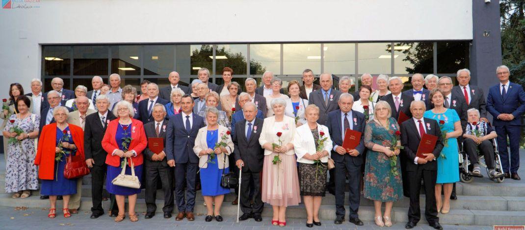 30 par małżeńskich obchodziło Złote Gody w gminie Włoszczowa. W gronie jubilatów byli rodzice burmistrza