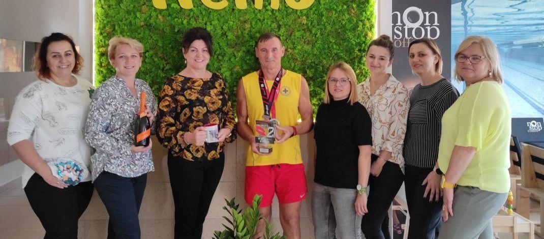Ironman z Koniecpola. Ratownik z włoszczowskiego basenu Stanisław Skiba na podium Mistrzostw Polski w triathlonie